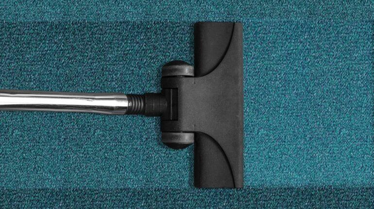 Czy warto zlecić codzienne sprzątanie w biurze firmie sprzątającej?